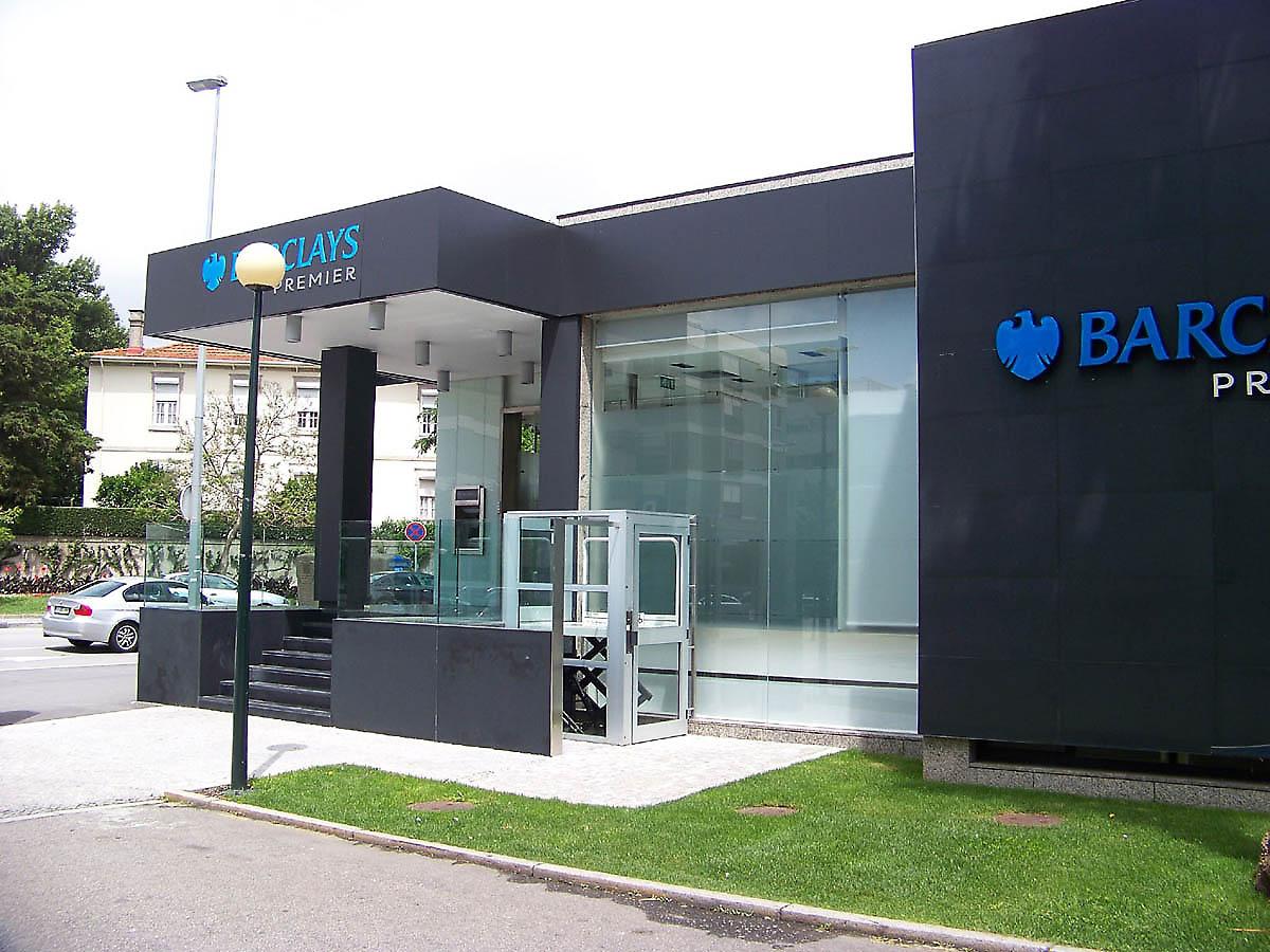Images of modern buildings joy studio design gallery for Modern bank building design