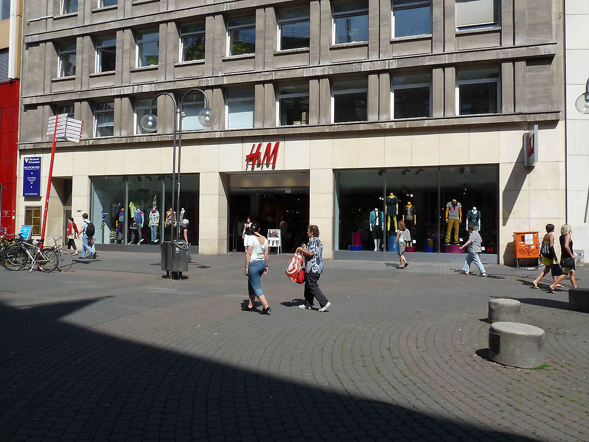 h m shopfront in cologne germany. Black Bedroom Furniture Sets. Home Design Ideas