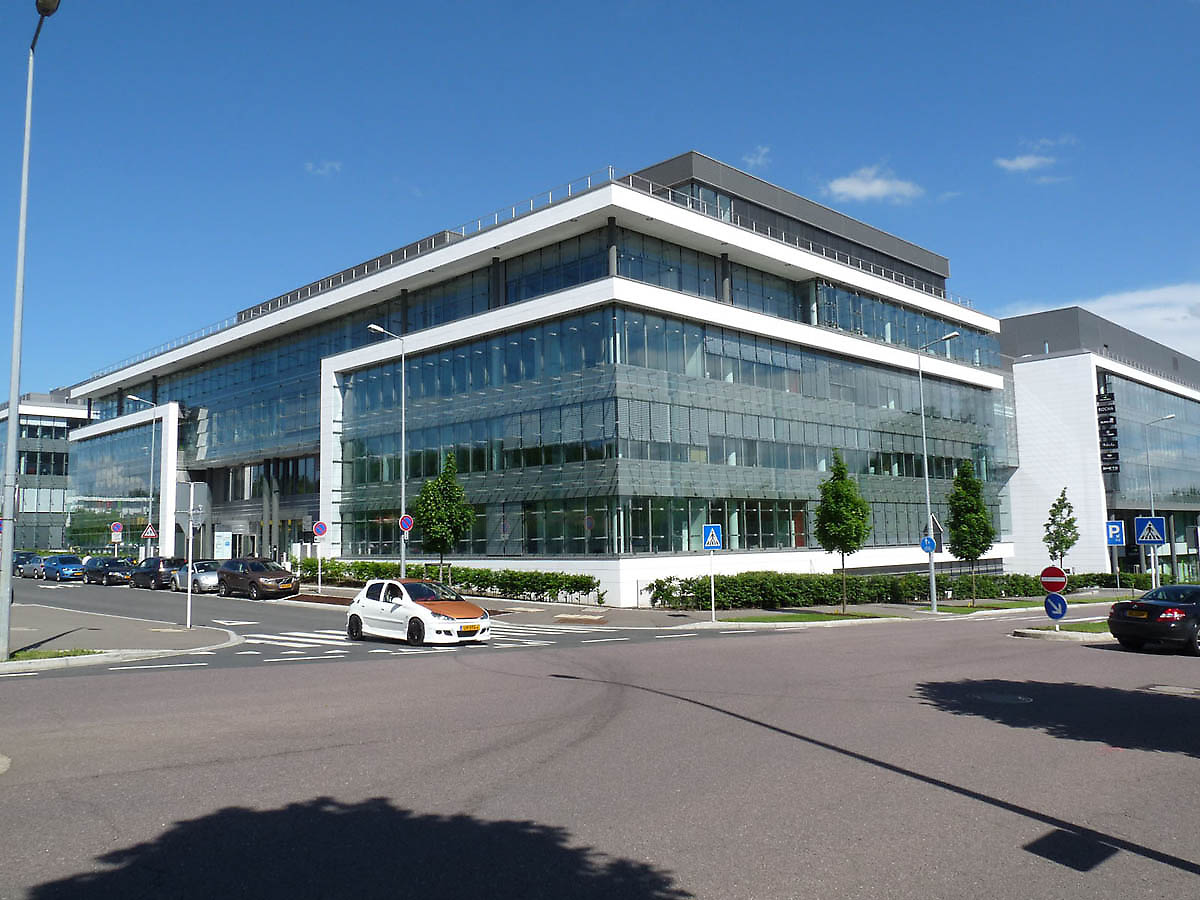 Office building in luxembourg luxembourg for Professional building designer