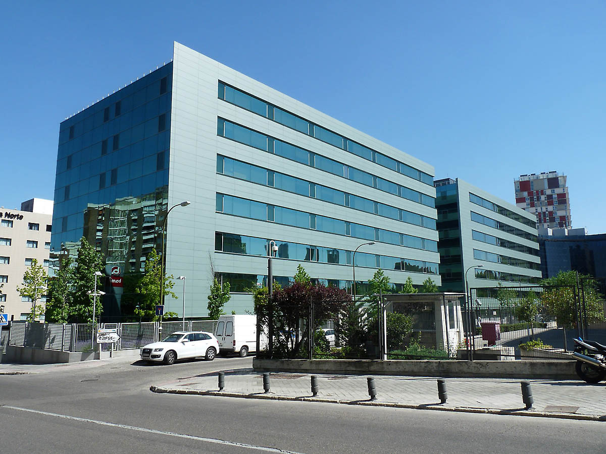 Office building bami isla chamartin in madrid spain for Nice building images